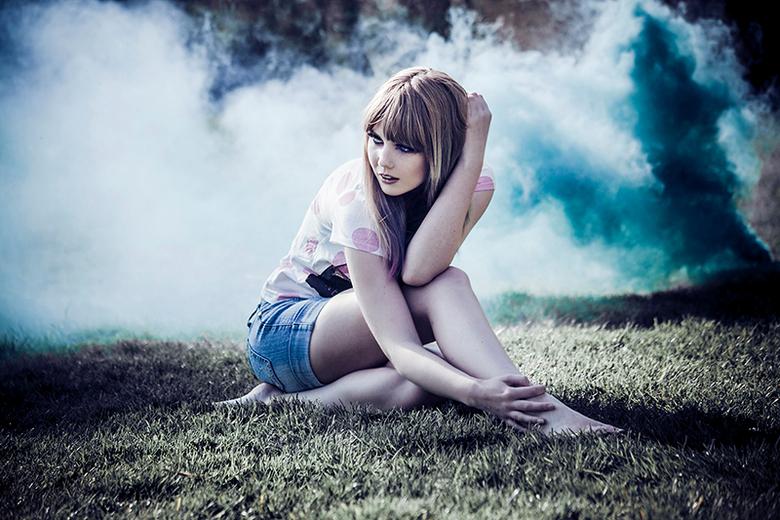 Indigo - Model: Lisa Kars