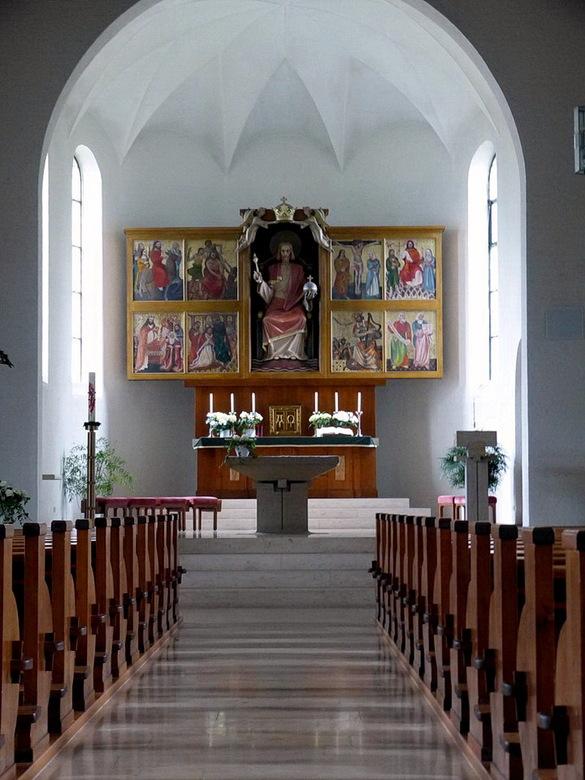 Kerk interieur - van katholiek kerkje bij de Titisee Duitsland.<br /> <br /> 16 juni 2016.