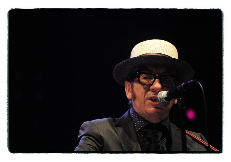 Mr Elvis Costello - Eén van de vele artiesten op het Cactusfestival vorige week te Brugge. Sorry voor de weinige uploads, maar voor mij is het momente