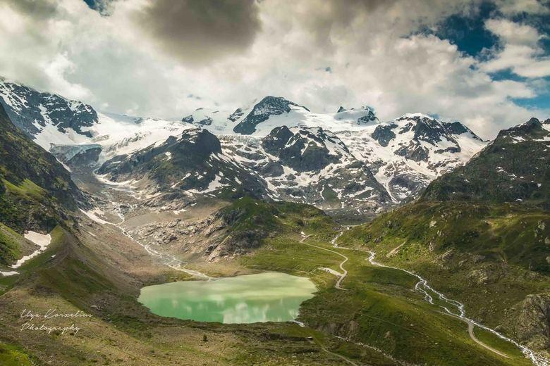 Sustenpas in Zwitserland - De Sustenpas vormt de verbinding tussen Innertkirchen in het kanton Bern en Wassen in het kanton Uri. De pas ligt op een ho