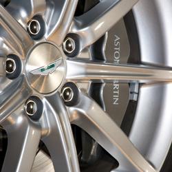 Bewerking: Close up Aston Martin Velg