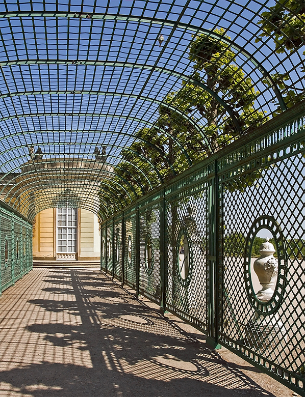 Berlijn 57 - Slot Sanssouci. <br /> Hier liepen de vrouwen onder zodat ze niet bruin zouden worden.