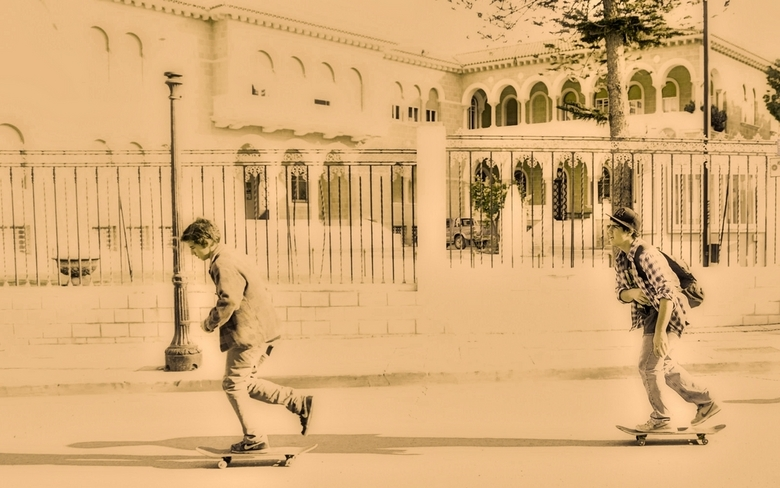 Cyprus-105. - Planken,oftewel skaten.<br /> <br /> Ook de jeugd op Cyprus is er meer besmet.
