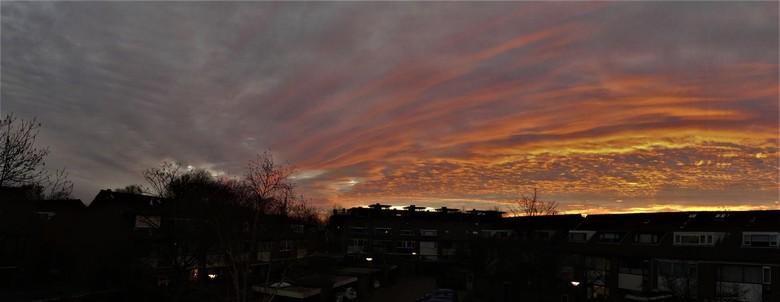 P1100260  SNEL Pano ochtendsfeer dakkapel 20 jan 2020 - Hallo Zoomers, GROOT kijken en even lezen . DIT zag ik op 22 jan 2020 vanuit mijn Dakkapel en