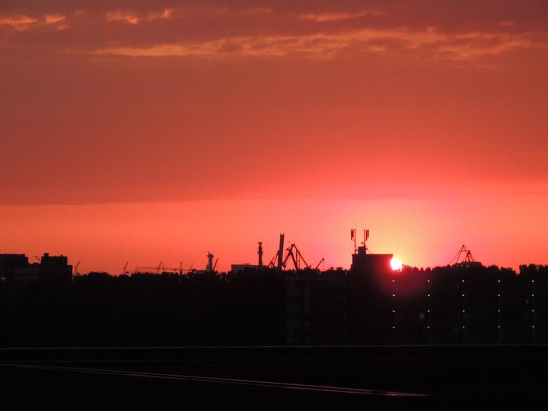 Sun down boven de Waalhaven (2) -
