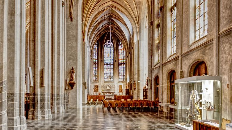 Sint Martinuskerk - Bij een bezoek aan welke stad dan ook gaan we meestal ook even naar de katholieke kerk om o.a. hun mooie gebouwen, inrichting en r