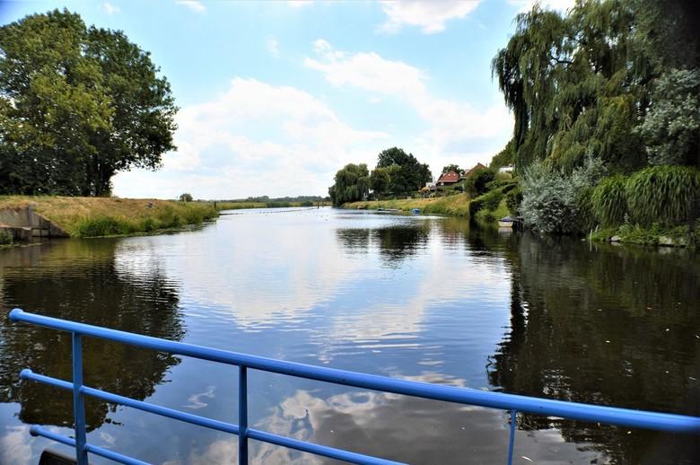 Voetveer 's-Hertogenbosch - Uitzicht vanaf het voetveer naar het Bossche Broek in 's-Hertogenbosch