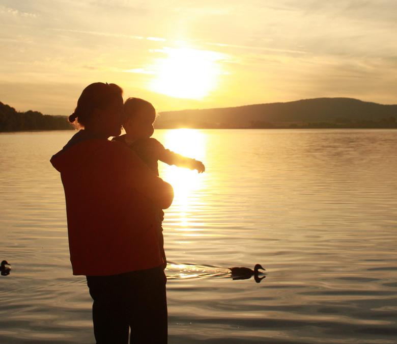 silhouette - Foto van silhouette aan meer in Doucier