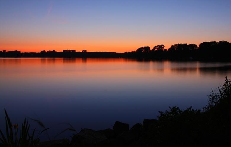 Afterglow - Het blauwe uurtje, gisteravond aan de kralingse plas in Rotterdam.<br />