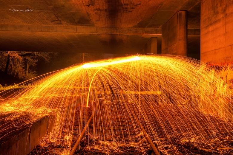Ligthpainting 2 - Lightpainting op het spoor.<br /> Gisteravond voor het eerst een experiment Lightpainting gedaan met dank aan het cursusboek Zoom A