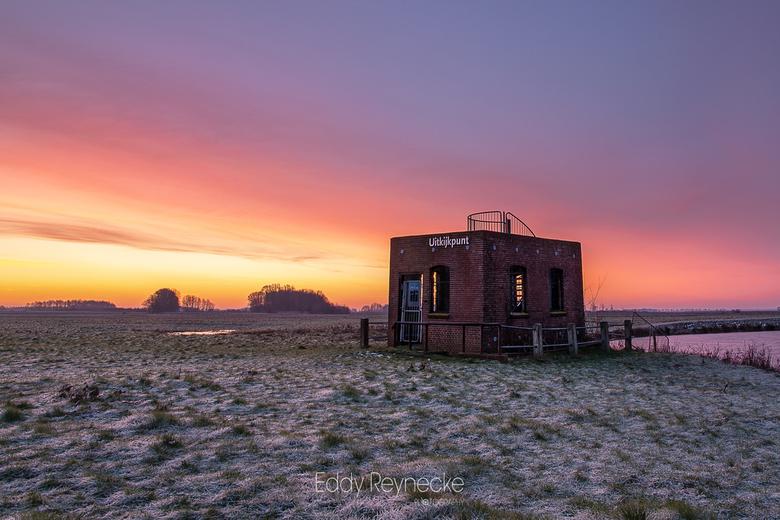 WATCHTOWER - Prachtige kleuren tijdens de zonsopkomst bij de Uitkijktoren Elzemaat in Eexterveen.