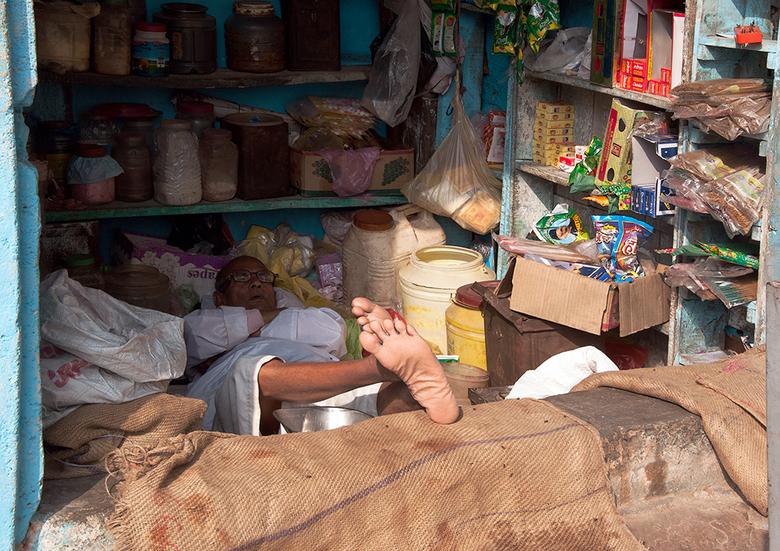 op de winkel passen 1502260682Rmw - vrij laat op de middag  slaat de slaap toe( als je gaat liggen ) en de zon leeker naar binnen schijnt