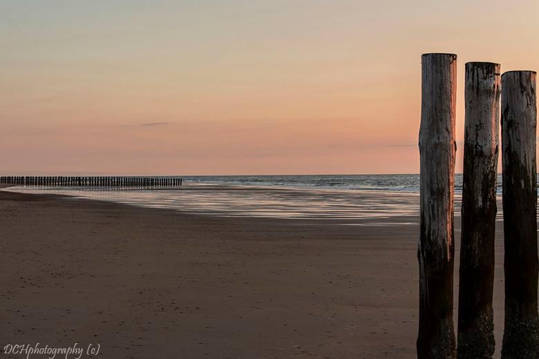 Zeeuwse paaltjes  - De fotogenieke golfbrekers aan de Zeeuwse kust.<br /> <br /> Iedereen bedankt voor de fijne reacties bij mijn vorige opname en i
