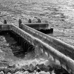 Ijzige pier Afsluitdijk