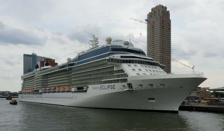 Celebrity Eclipse - Celebrity Eclipse aan de Cruise Terminal Rotterdam gezien vanaf de James Cooke, Spido, 22-07-2010