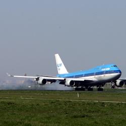 Landing Boeing 747-400