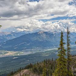 vergezicht vanaf Kicking Horse Mountain