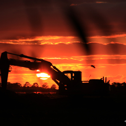 Landbouw monster in the sunset