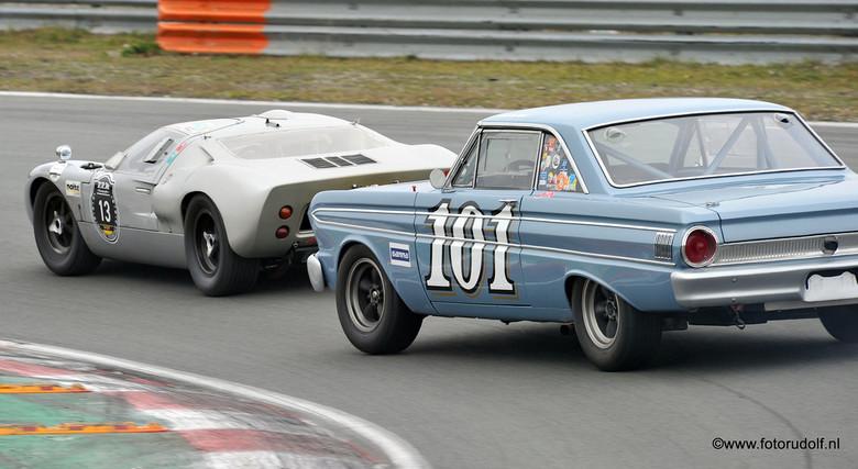 Volle bak er tegenaan - Foto&#039;s gemaakt tijdens de HARC 250 km, op het circuit van Zandvoort in het laatste weekend van november.<br /> Ondank he