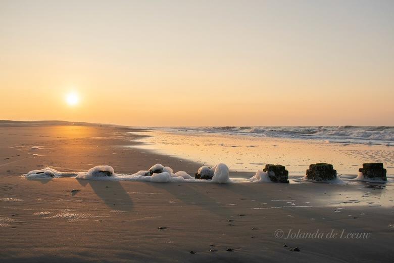 Zonsondergang - Prachtig mooie kleuren tijdens zonsondergang aan het strand bij Domburg