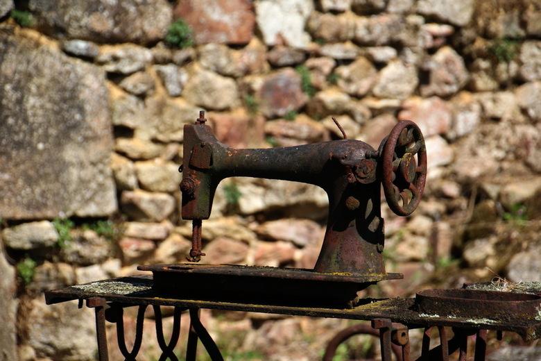 Oradour sur Glane 10 - Het afgebrande en uitgemoorde dorp Oradour-sur-Glane vertelt niet alleen het verhaal van de 10de juni in 1944, het is tevens ee