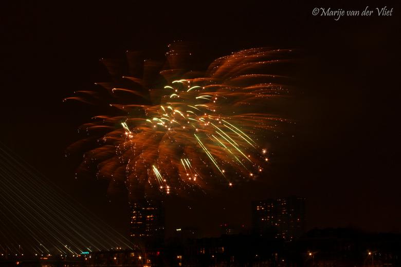 Happy Newyear! - Vuurwerkshow bij Rotterdam Erasmusbrug
