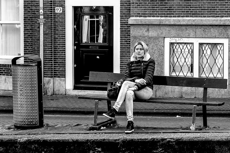 Op Een Bankje.Zo Alleen Op Een Bankje Straatfotografie Foto Van G R Zoom Nl