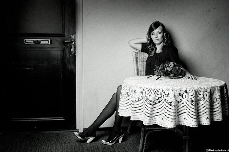 Nadja 4-Marian Korte - En foto 4 uit deze serie...<br /> Het is geen bloemstuk op de tafel hoor..maar een krop sla!<br /> Visagie en haar door Kelly