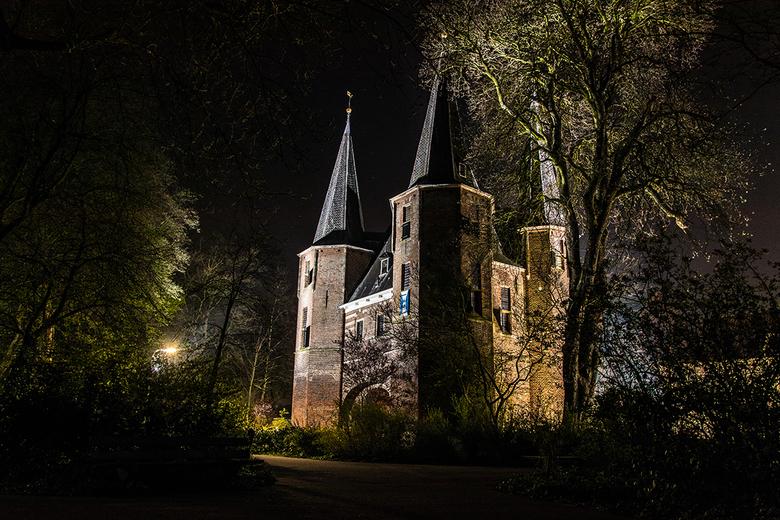 Broederpoort Kampen - De Broederpoort is een van de drie Kamper stadspoorten die overgebleven is. De Broederpoort bevindt zich aan de parkzijde aan he