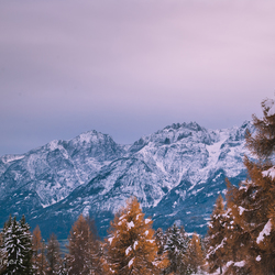 Drautal uitzicht met sneeuw in de lucht