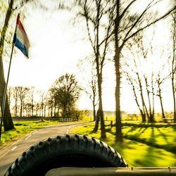 Zonnig in de jeep