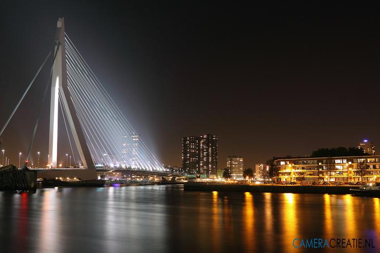 Erasmusbrug - Rotterdam - Avondopname van de Erasmusbrug in Rotterdam.<br /> Net na het gouden uurtje nog een stukje verder gelopen naar de minder ge