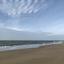 Strand, zee en wolken.