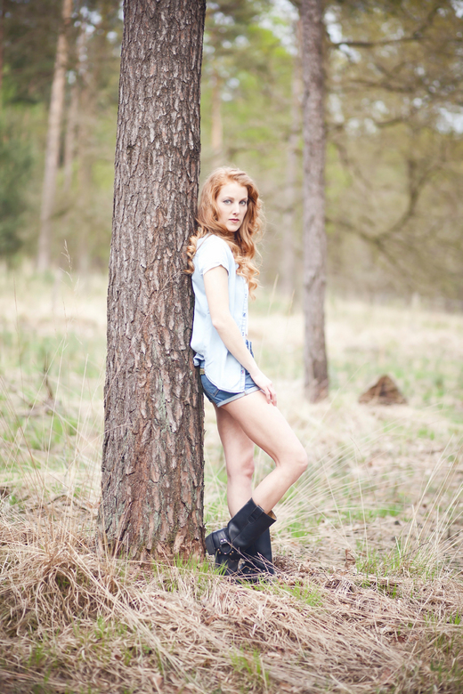 Sjanneke in the woods