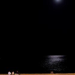 Maan en strand