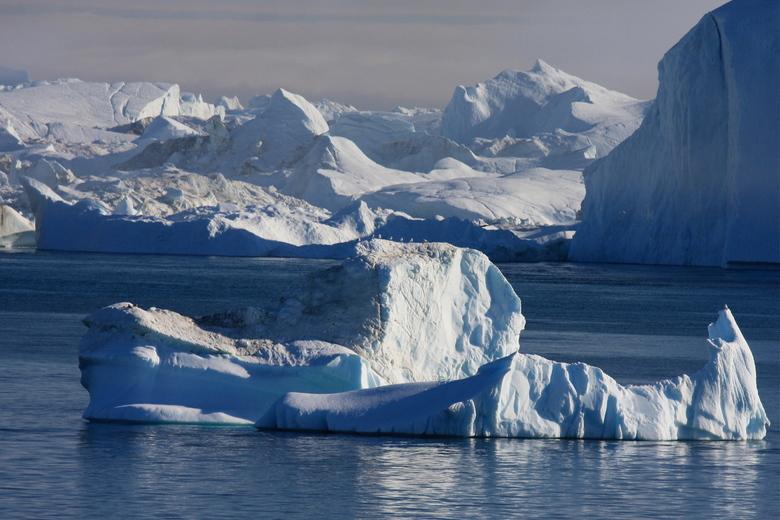 een koud stil leven - nog een uit de serie ijsbergen om dat ze zo mooi zijn genomen op onze vakantie in oa Groenland