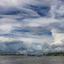 de rivier en de wolken