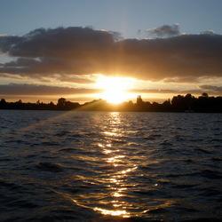 Zonsondergang vanaf het water
