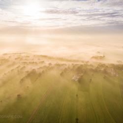 Drone boven de mist