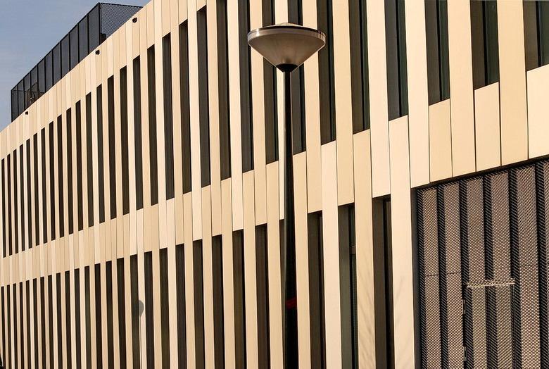 Amstelkwartier Amsterdam. - De gevel van het Postillion hotel in het Amstelkwartier Amsterdam.<br /> Samen met Henk Siteur dit gebouw onderhanden gen