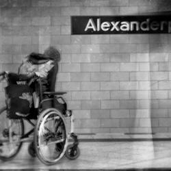 Wenn ein ungültiger Engel steigt auf dem Alexanderplatz