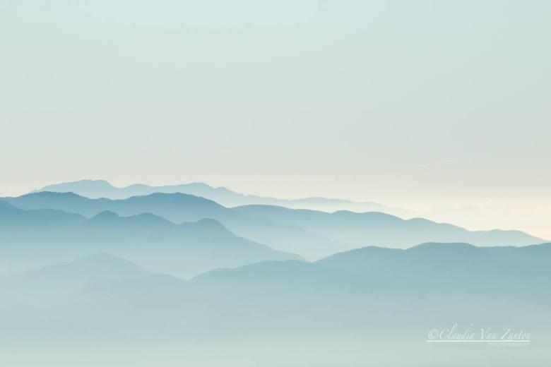 Misty mountains - Abruzzo Nationaal Park bij zonsopkomst.