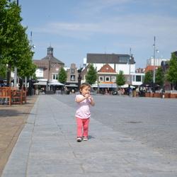 Klein op het grote plein