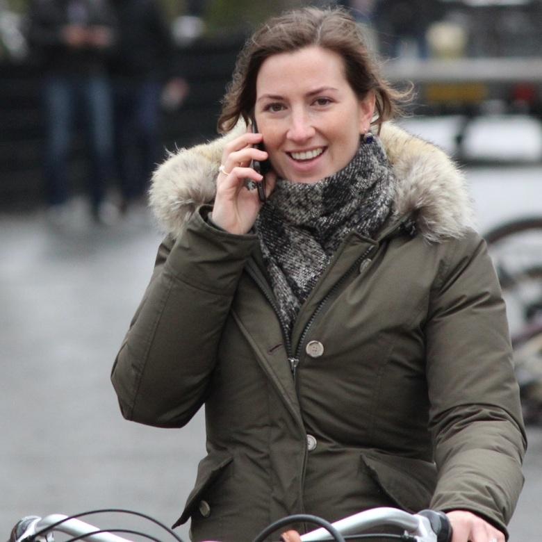 Even bellen. - 20-03-2016<br /> Was nog niet verboden.<br /> <br /> Met een leuke spontane lach naar me camera terwijl ze belt op de fiets.<br />