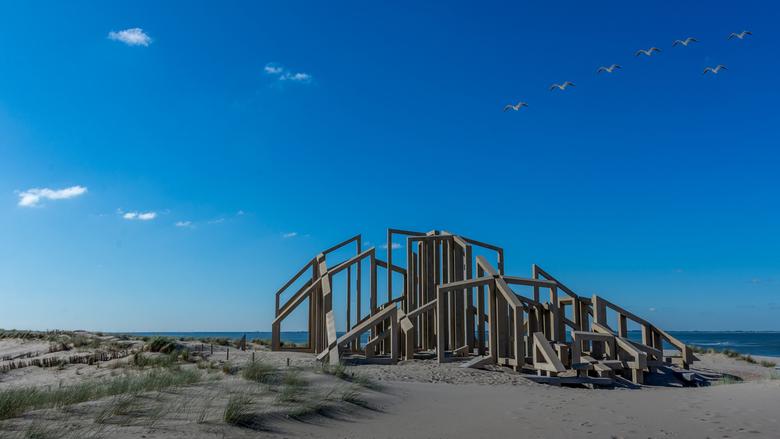 De Zandwacht - De lugubere omgeving van de Maasvlakte wordt opgeleukt door een prachtig monument getitteld De Zandwacht.