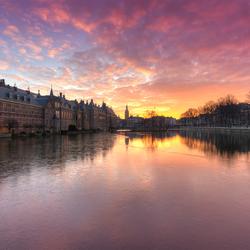 Winterse zonsondergang bij het Binnenhof