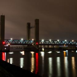 Calandbrug in de nacht