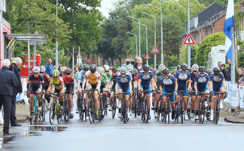 Go.... - Gisteren een mooie dag ,vol met  sportmomenten in Rijsenhout ...44 rondjes  door  het  dorp ...de  voetjes  net  allemaal op de pedalen