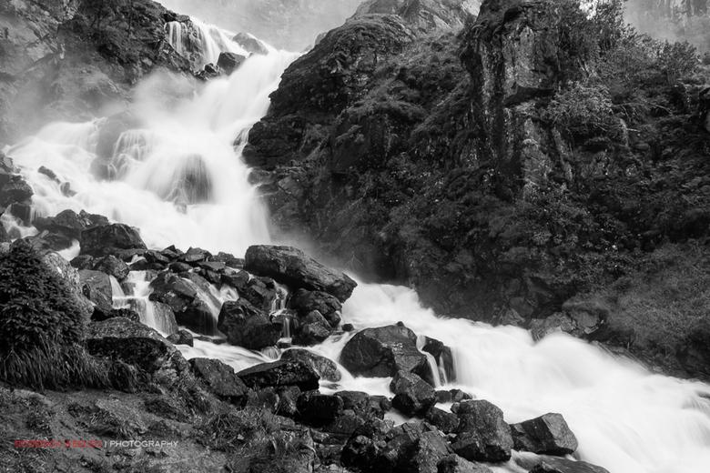 Låtefossen 2 - Genomen bij de Latefossen watervallen in de Hordaland regio van Noorwegen gedurende een vakantie in 2012.