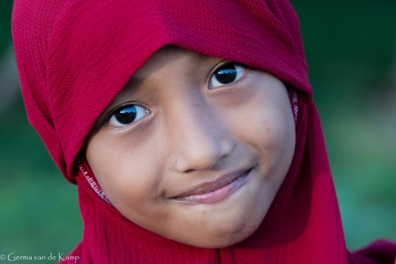 Roodkapje - De onschuld zelve met haar prachtige bruine ogen